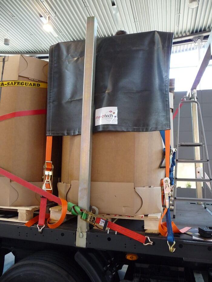 Ladung mit passenden Hilfsmitteln umfassend sichern und in geeigneter Weise verpacken!